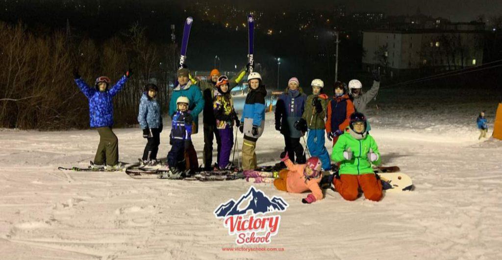 Навчання та тренування на лижах у Victory School.